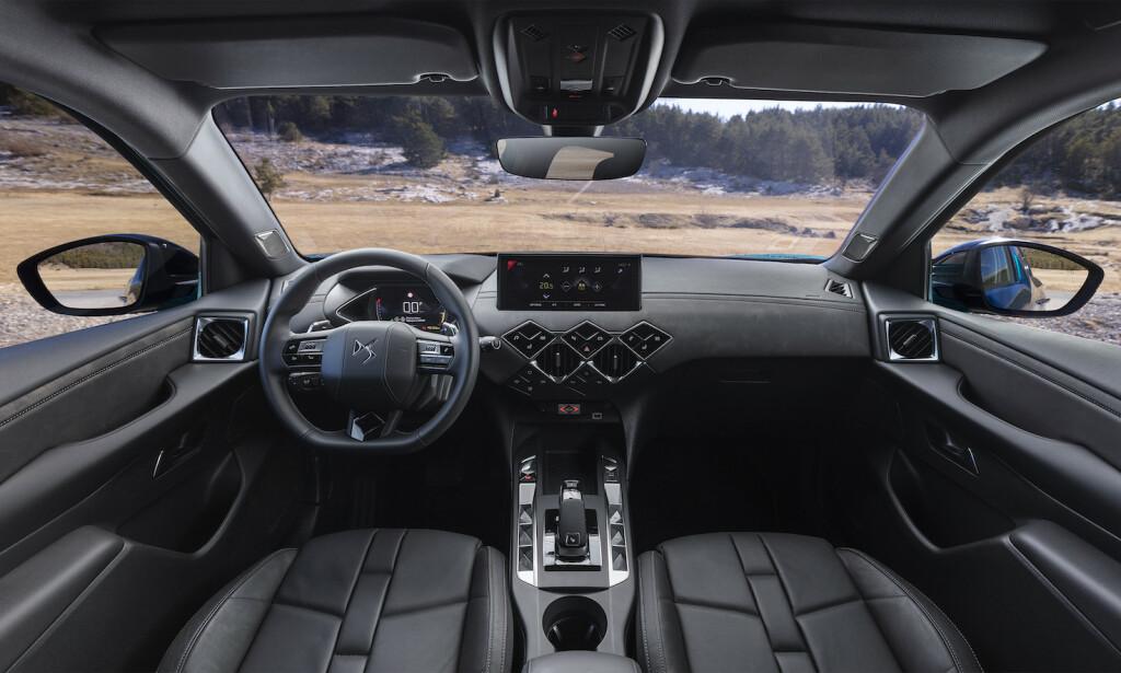 GOD KOMFORT: DA 3 Crossback E-Tense er lettkjørt og mer komfortabel enn mange andre små, elbiler vi har kjørt. Foto: DS