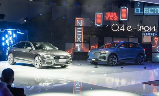 IKKE HELT: Elektriske men ikke helelektriske hos Audi. Til venste A6 Limousin hybrid og til høyre Q4 e-tron. Foto: Press