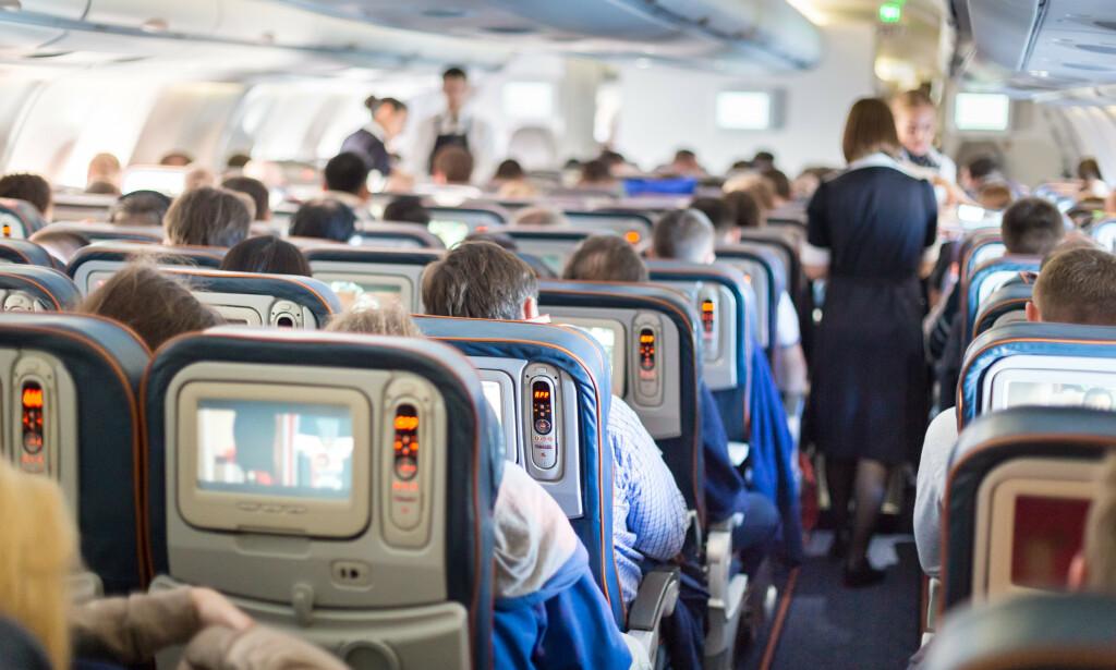 FLYPASSASJERAVGIFTEN ENDRES: Reisende på kortere distanser «belønnes» med lavere avgift - mens reisende på langdistanse straffes med mye høyere flypassasjeravgifter; Fra 1. april må de må betale mer enn dobbelt så høy avgift som i dag. Foto: Shutterstock/NTB scanpix