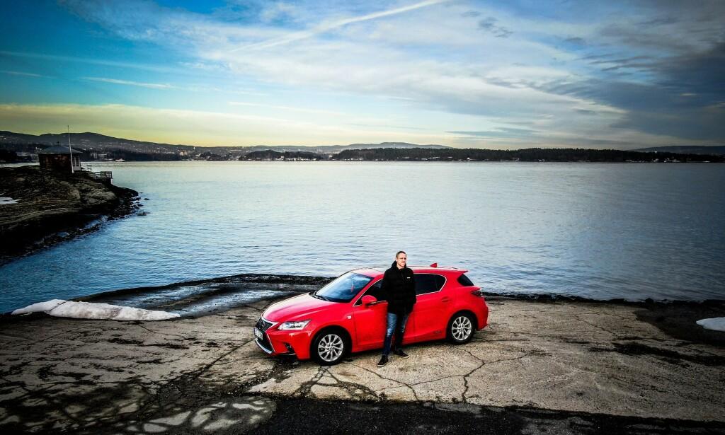 STOLT: Anders er en av mange stolte Lexus-eiere.