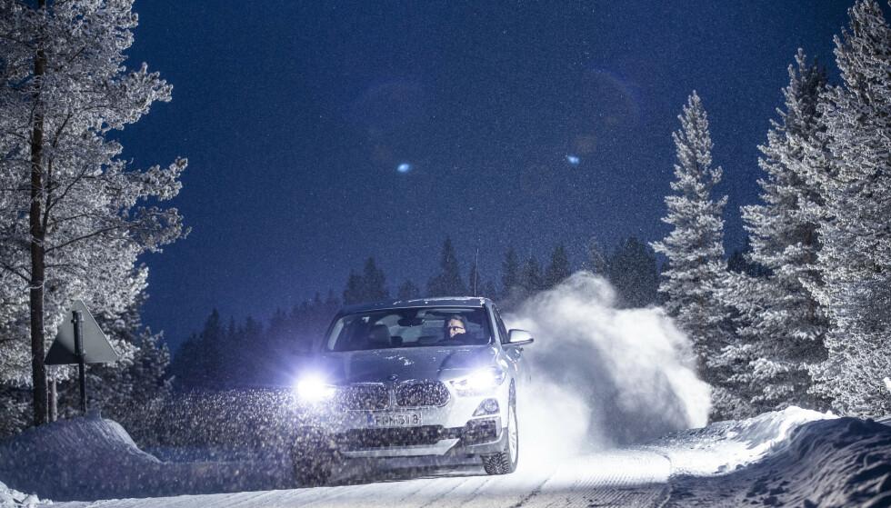MÅ FØLGE LOVEN: – Også BMW-eiere må følge de lover og regler som gjelder i trafikken, sier Marius Tegneby, som er informasjonsdirektør i BMW Norge. Illustrasjonsfoto: Markus Pentikainen.