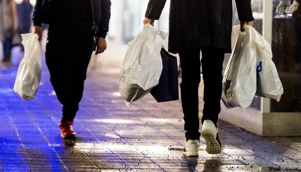 BRUKER MYE PÅ SHOPPING: Nordmenn bruker mindre enn andre europere på hotell og alkohol, men mye mer på kultur og rekreasjon. Foto: Jon Olav Nesvold/NTB scanpix