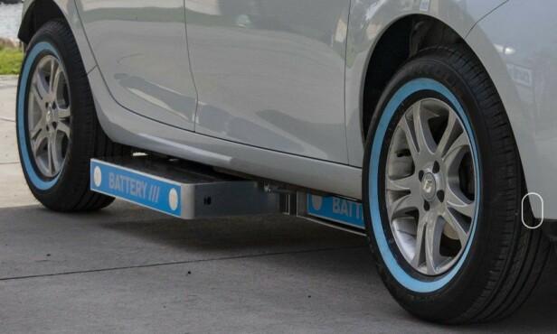 UNDER GULVET: Batteriene i bilen er plassert i egne bokser under gulvet. Foto: Powerswap