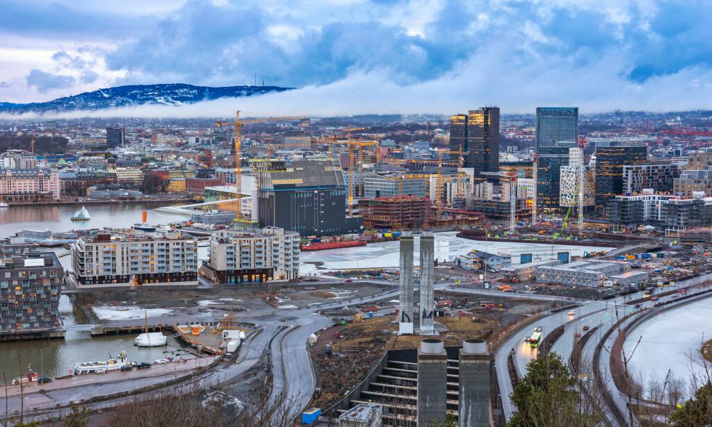 HØYE BOLIGPRISER: Oslo er en by i Norge med svært høye boligpriser. Ifølge Eiendom Norge kan hyppige renteøkninger framover få utslag i områdene hvor prisene er høyest, da gjeldsbelastningen for kjøperne også er høyest her. Foto: Shutterstock/NTB Scanpix.
