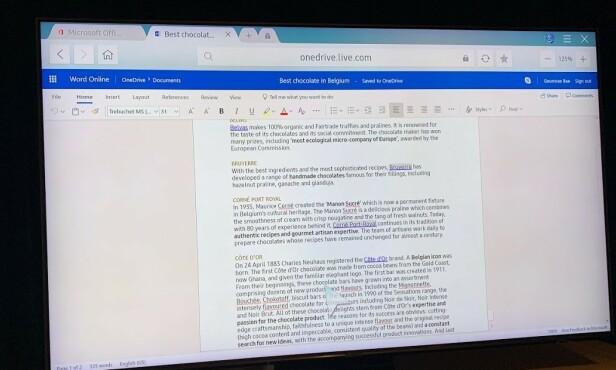 OFFICE: Her redigerer vi et Word-dokument direkte på TV-en. Dokumentet ligger lagret på nettskytjenesten OneDrive. Foto: Bjørn Eirik Loftås