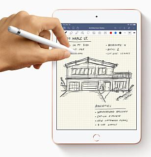 <strong>PERFEKT TIL NOTATER:</strong> Den lille størrelsen gjør at iPad mini med støtte for Apple Pencil egner seg ypperlig til notater; ikke bare tegning. Foto: Apple