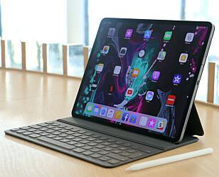 <strong>UTEN HJEMKNAPP:</strong> De nyeste iPad Pro-modellene kommer med nærmest rammeløs design og uten hjemknapp. Du låser den opp med ansiktet ditt. Det er også den lekreste iPad-en. Foto: Kirsti Østvang