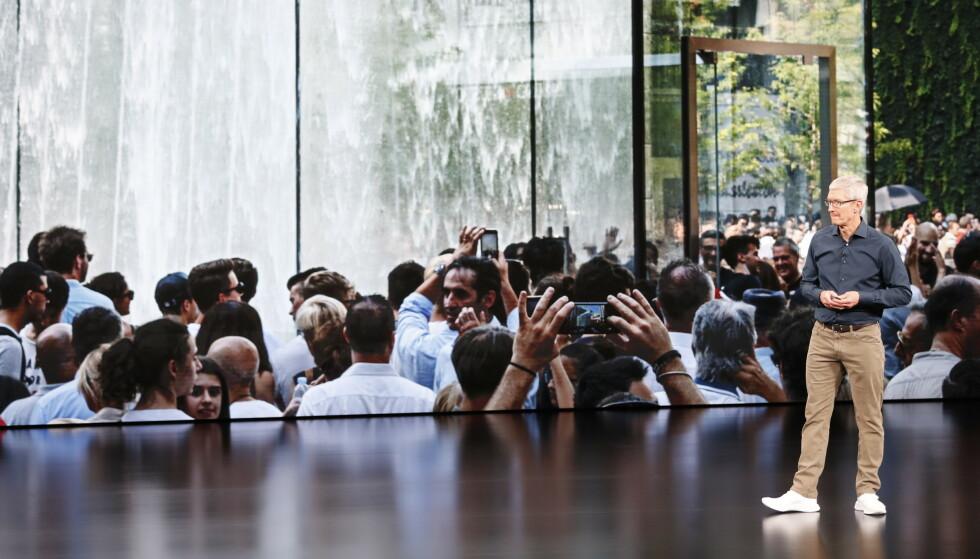 APPLE TV: Når Tim Cook på mandag enter scenen i Steve Jobs Theater, er det trolig for å snakke om Apples TV-planer. Foto: Stephen Lam/Reuters