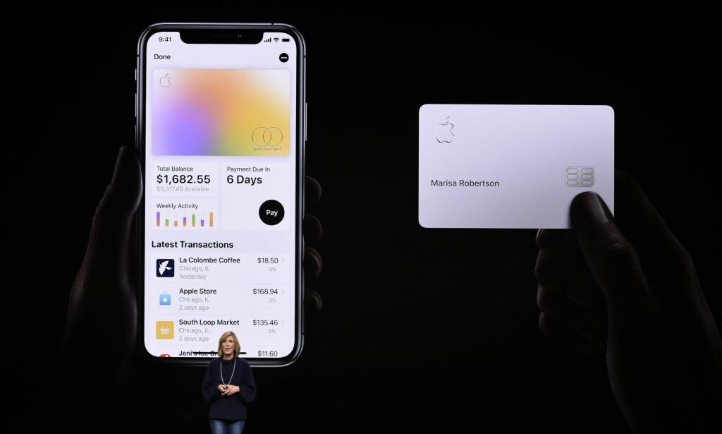 DIGITALT OG FYSISK KORT: Du kan også få Apple Card i fysisk utgave. Det er av titan, og har bare navnet ditt påskrevet. Foto: NTB Scanpix