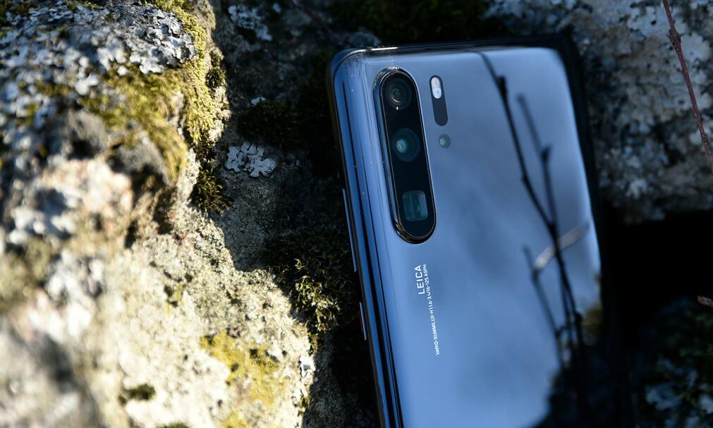 TOPPMODELLEN: Huawei P30 Pro ble lansert i dag, og vi har allerede testet den et par uker. Foto: Pål Joakim Pollen