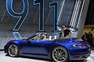 PORSCHE 992 CABRIOLET: Taket på 992 cabriolet kan tas opp eller ned i en hastighet opp til 50 km/t på 12 sekunder. Det er Porsches raskeste tak noensinne.