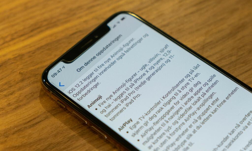 IPHONE-OPPDATERING: Nå kan du laste ned en fersk utgave av iOS 12 til iPhonen din. Foto: Martin Kynningsrud Størbu