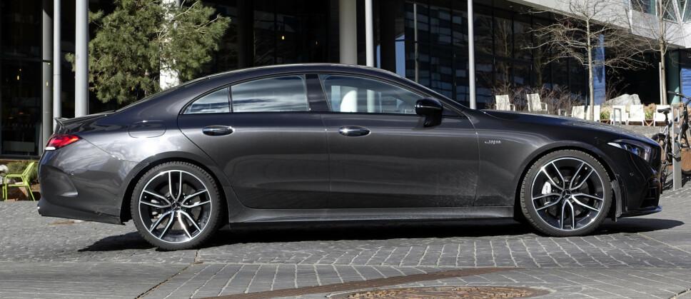 LANG OG LEKKER: Mercedes har overkill av modeller om dagen. GLS, E-klasse coupé og firedørs GT er bygget på samme plattform og slåss om de samme kundene. Akkurat denne motoren har de faktisk til felles også. Foto: Rune M. Nesheim