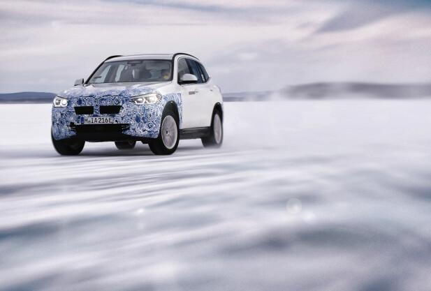 BMW iX3: Nå er den nesten klar for markedet, den elektriske utgaven av BMW X3. Denne skal ifølge produsenten få en WLTP-rekkevidde på over 40 mil fra en batteripakke på 70 kWt netto. Foto: BMW