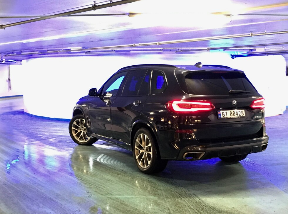 NYE BMW X5 M50D: Med 400 hestekrefter og hele 760 Nm gjør dieselmaskineriet 0-100 km/t på 5,2 sekunder. Foto: Espen Stensrud