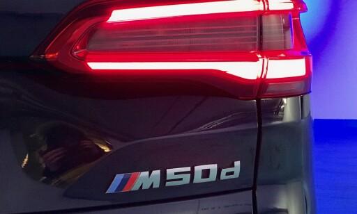 M50d: Ser du dette merket bakpå, så vit at det er moment i bøtter og spann. Foto: Espen Stensrud
