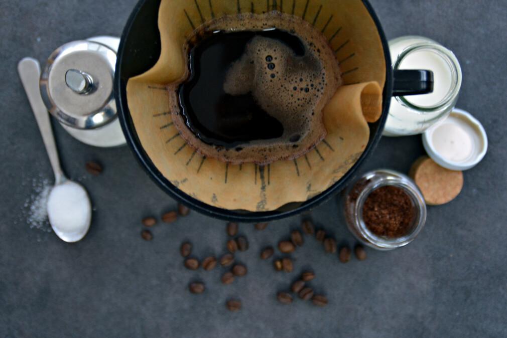 GOD KAFFE? Test avslører at brune kaffefilter setter mer bismak på kaffen enn hvite/blekede kaffefilter. Foto: Shutterstock/NTB scanpix