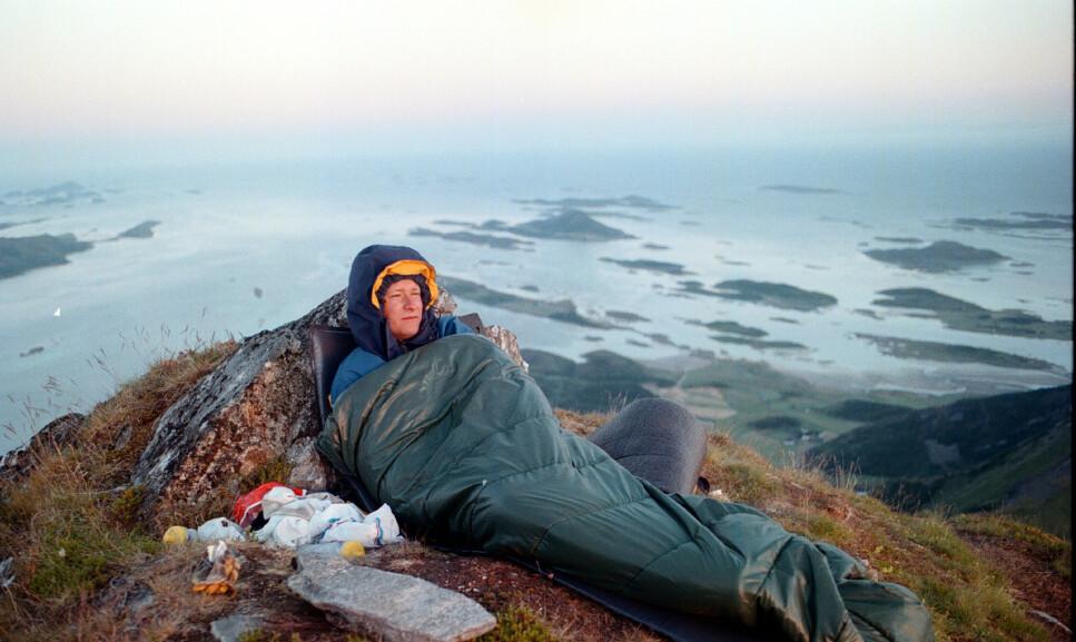 UNDER ÅPEN HIMMEL: Du ser både stjerner og utsikt bedre hvis du velger å sove under åpen himmel, noe som kan gi unike naturopplevelser. Riktig sovepose er også en viktig forutsetning for en god opplevelse, og derfor har Dinside laget en sovepose-guide for å hjelpe deg å velge. Foto: NTB Scanpix.