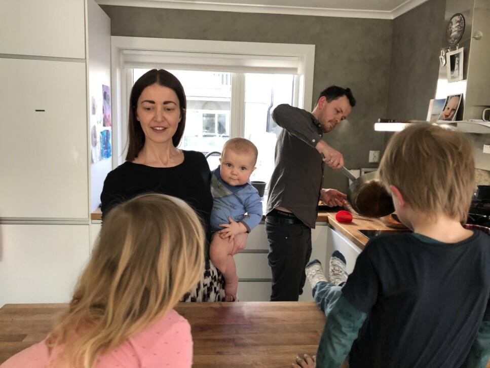 MATSMART: Kjersti Grønseth, hennes mann og tre barn bruker kun 5000 kroner på mat i måneden. De synes først og fremst at det er motiverende å spare, ikke vanskelig. Foto: privat.