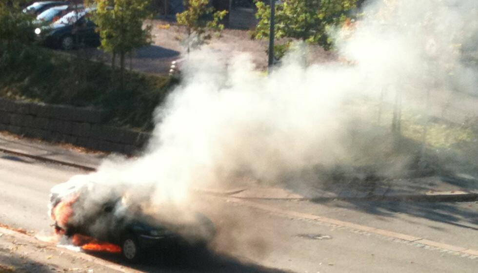 DYRERE BILER: Moderne biler har mer avansert utstyr som kan være årsak til at brann oppstår. Samtidig er de dyrere å reparere hvis det i det hele tatt er mulig. Foto: Marie Korsvoll Evensen