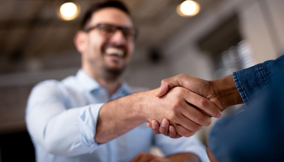 DEAL OR NO DEAL: De varslede renteøkningene er en gyllen mulighet for deg til å sjekke renten på boliglånet ditt og se om du kan forhandle deg til en lavere rente. Foto: Shutterstock/NTB Scanpix.