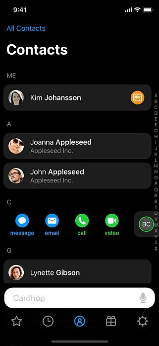 PROFILBILDER: I motsetning til Apples kontakt-app, viser Cardhop profilbilder på alle kontaktene dine. Apple viser de bare i favoritter-seksjonen.