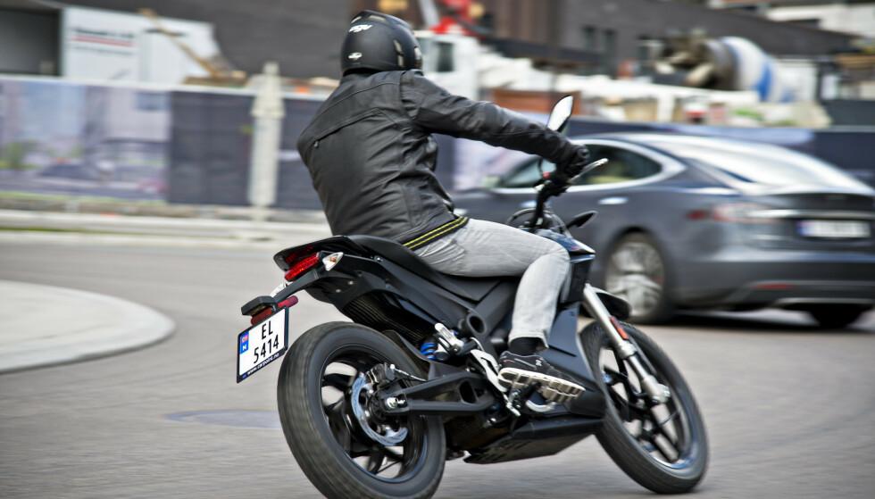 POPULÆRT: Salget av motorsykler øker kraftig i Norge. Her ser du en elektrisk variant. Foto: Jamieson Pothecary