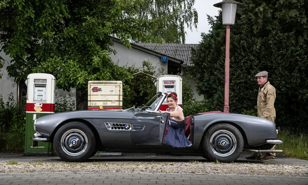 ARE YOU LONESOME TONIGHT? Denne bilen var tidligere eid av Elvis Presley. Vi tviler sterkt på at damene fikk lov til å kjøre ... Foto: BMW