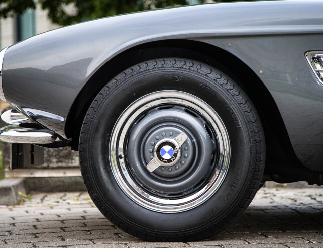 NYRESTAURERT: To år brukte BMW på å få bilen tilbake til original tilstand. Foto: BMW