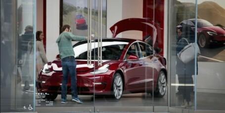 Trekker tilbake anbefalingen av Tesla Model 3