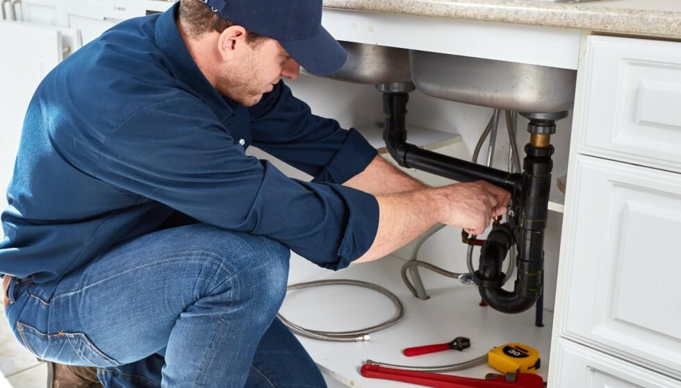 ARBEID UTFØRT: Huseiernes Landsforbund råder deg til å ha dokumentasjon på alt som er gjort av fagfolk i boligen din, enten om det er maling av vegger, røropplegg, tilbygg eller konstruksjonsarbeid. Foto: Shutterstock/NTB Scanpix.