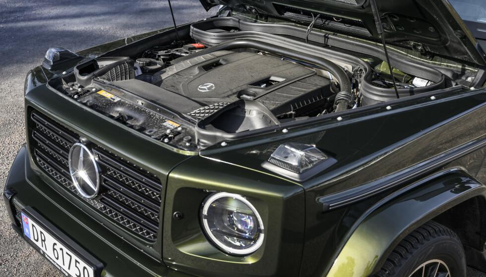 HEFTIG KLUMP: En fire liters twin-turbo V8 banker ut 422 hk og 610 Nm. Dessverre går det på bekostning av forbruket. Motoren er rett fra AMG GT R. Foto: Jamieson Pothecary