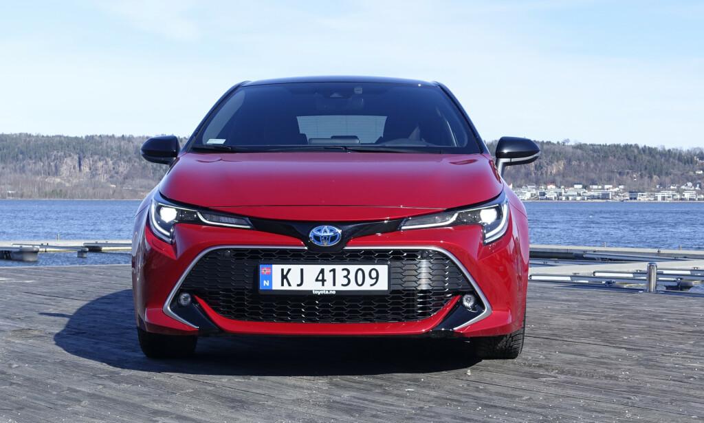 MORSK: Det er lenge siden Toyota var beskjedne på design, se bare på Yaris, Prius, C-HR og Supra. Corilla har også noen ganske uvanlige linjer i front og hekkparti. Foto: Rune M. Nesheim