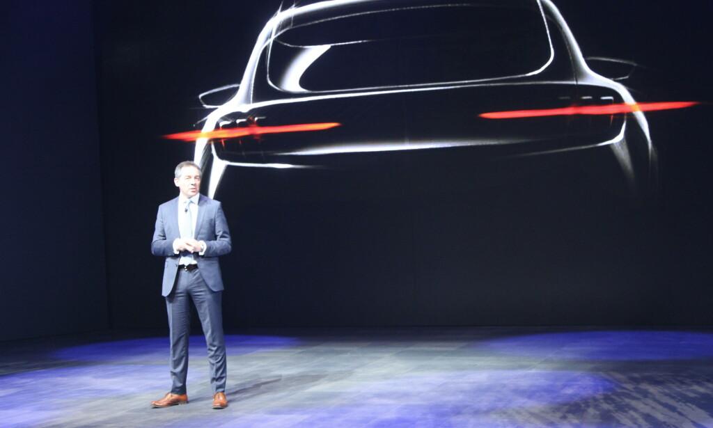 HELT ELEKTRISK: Ford Europa-sjef Steven Armstrong har en ren elektrisk bil på trappene. Den vises til høsten og er inspirert av Ford Mustang. Foto: Rune Korsvoll