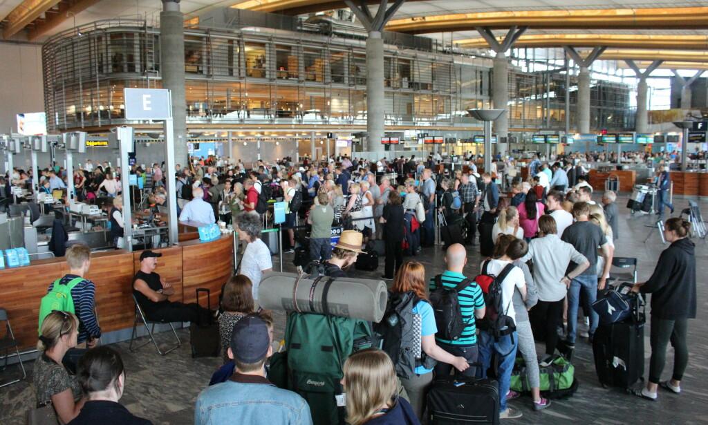 BEREGN GOD TID: Påska 2019 blir den travleste noensinne på Norges hovedflyplass, ifølge Oslo lufthavn. Og de travleste dagene er allerede uka FØR selve påskeuka. Foto: NTB scanpix