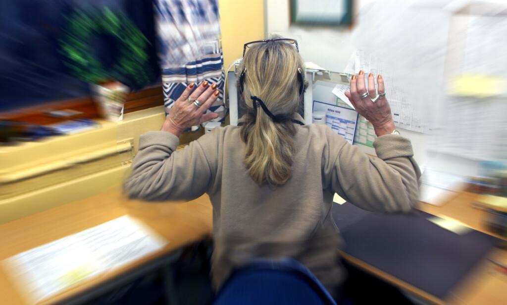 OVERTID: En undersøkelse viser at mange jobber overtid uten å få betalt for det. Foto: NTB scanpix
