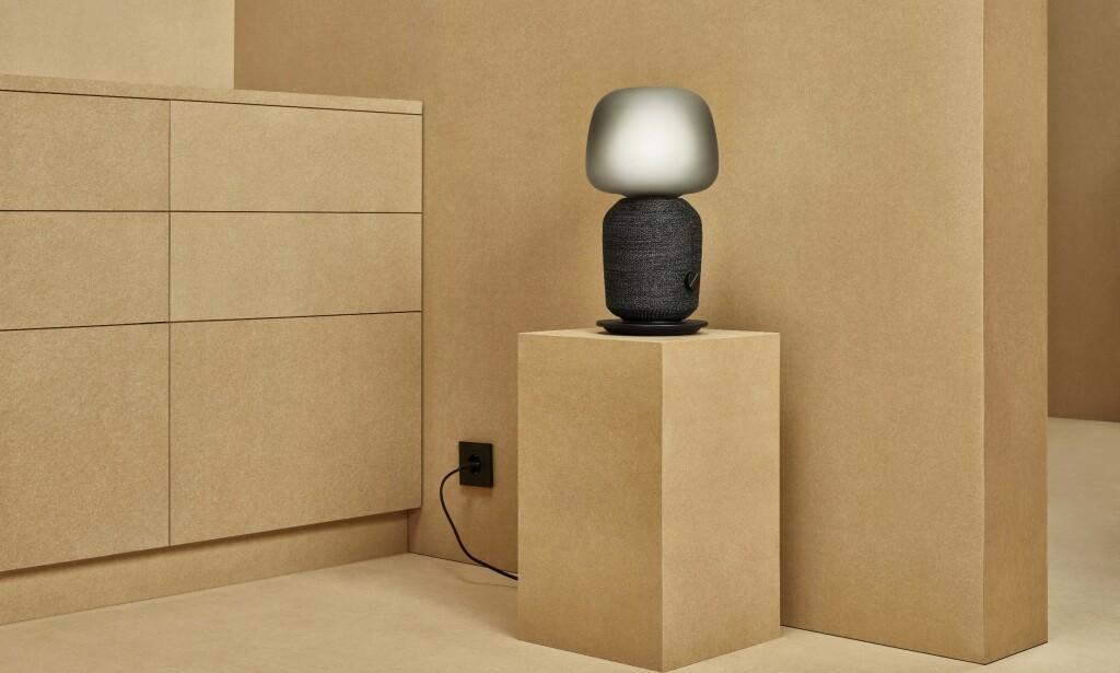Ikea og Sonos' høyttaler er også en bordlampe. Foto: Ikea
