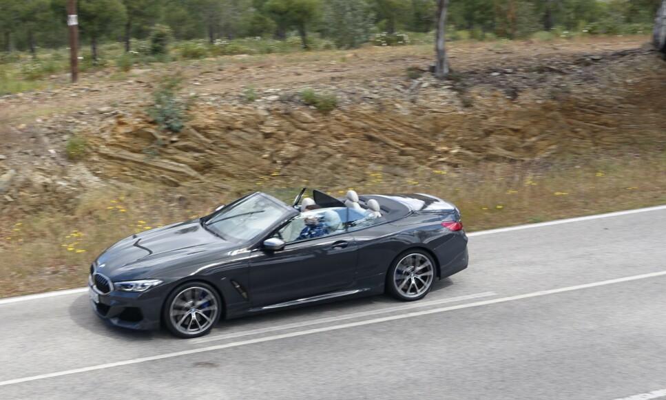 SPORTSBIL ELLER AUTOBAHNCRUISER?: Ja takk, begge deler, tenker jeg vi sier. Lykkefølelsen er sjelden langt unna i en 8-sylindret M-performance BMW-åtter. Foto: Knut Moberg