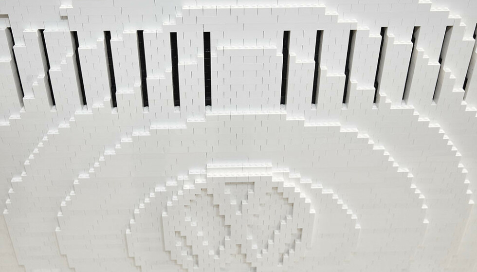 DETALJBILDE: Lego-byggerne har husket viktige detaljer, som VW-logoen i front. Foto: f.re.e