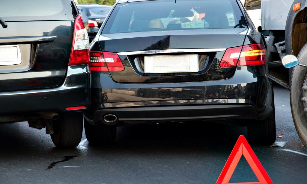 TRANGE P-PLASSER: En av årsakene til alle parkeringsbulkene er at bilene r blitt større og parkeringsplassene trangere. I tillegg går hjelpesystemene til moderne biler amok i kulda. Foto: Colourbox