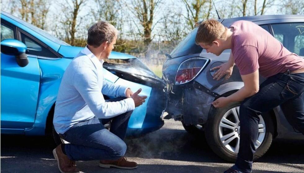 SMALT 463.000 GANGER: Totalt i fjor smalt det over 463.000 ganger på norske veier. I tillegg kommer uhell som ikke er meldt til forsikringsselskapene. Mange av skadene skjedde på parkeringsplasser, men også påkjørsler bakfra kommer høyt på skade-statistikken. Foto: Gjensidige