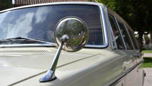 FØRSTE GENERASJON: De første bilene hadde speil på front skjermen. Speilene ble etterhvert flyttet til dørene. Foto: Stein Inge Stølen