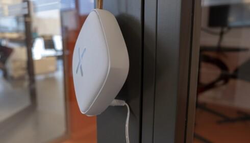 Strømkontakten gjør at Muly U-ruteren ikke går i ett med veggen. Foto: Martin Kynningsrud Størbu