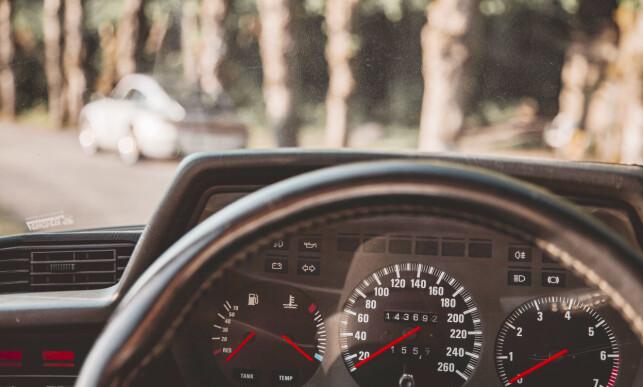 KLASSISK BMW: Det er ingenting feil med utsikten innefra heller. Foto: Alexander Wallem