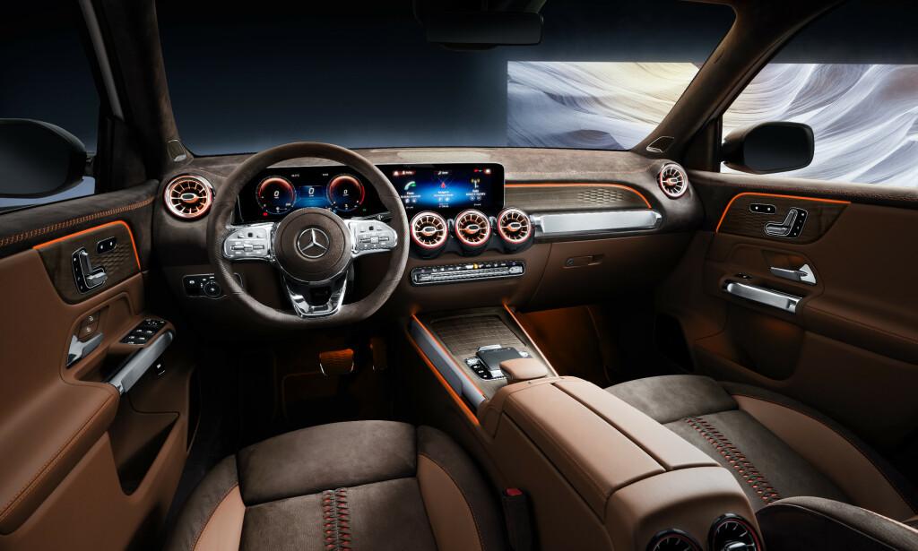 SIN EGEN STIL: Med basis i den heldigitale instrumenteringen som finnes i både A- og B-klasse samt nå også i nye CLA, kommer den nye SUV-en fra Mercedes med sine egne variasjoner over temaet, her med et originalt skinn-interiør og varme farger. Foto: Daimler AG