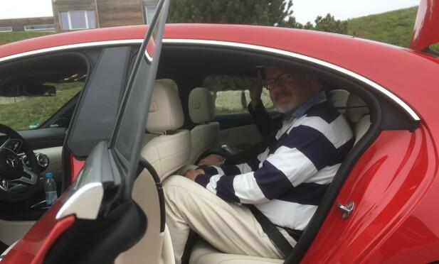 SNAUT: Med førersetet justert for en selv, får man det trangt i baksetet når man er 188 cm høy. Foto: Audun Hermansen
