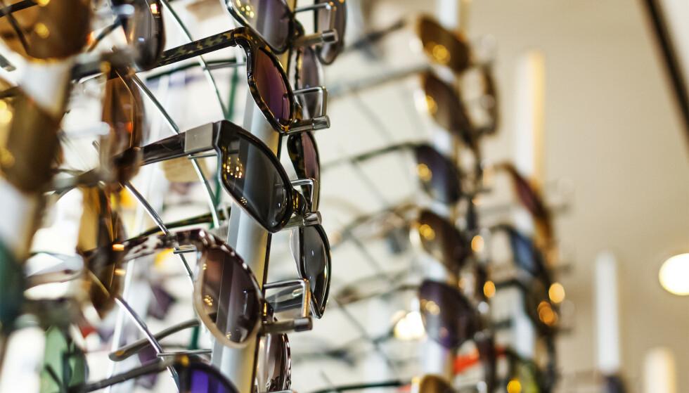 HVILKE SOLBRILLER SKAL DU KJØPE? - Mange bruker solbriller som egentlig ikke passer ansiktene deres, ifølge ekspertene. Men hvilke er best? Og hva skal du velge? Foto: Shutterstock/NTB scanpix