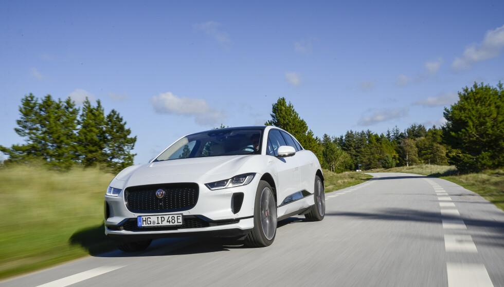 ÅRETS BESTE BIL: Elbilen Jaguar I-Pace har gjort rent bord i alle bilkåringer i år - til og med i Tyskland! Foto: Jamieson Pothecary