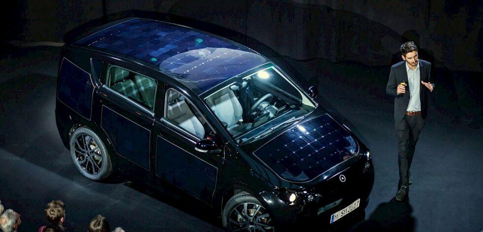 image: Bilen er kledd med solceller og du kan reparere den selv ...