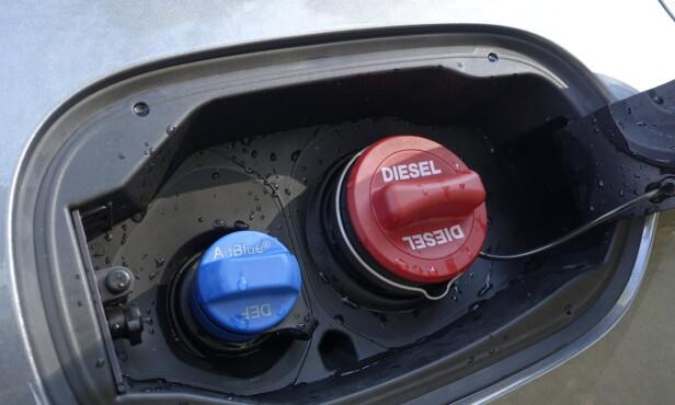 DIESEL: Mercedes vil at vi skal begynne å fylle diesel igjen. Med denne løsningen gjør du det forhåpentligvis sjelden, for vår testbil har i tillegg stor drivstofftank. Foto: Rune M. Nesheim